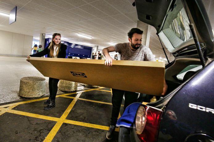 Shoppen bij Ikea op Hemelvaartsdag, zoals hier Nathan en Ruth uit Woudenberg.