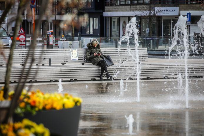 De Panne stak de fonteinen op haar Markt aan als extra aantrekkingspunt tijdens de coronawandeling van de bewoners