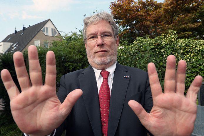 Spijkenisser Alfred Blokhuizen zet zijn kruistocht tegen het gebruik van de verboden vingerscan voort.