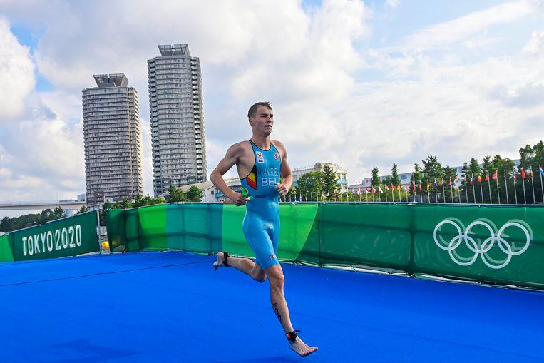 Marten Van Riel in actie tijdens de triatlon in Tokio. Beeld Photo News