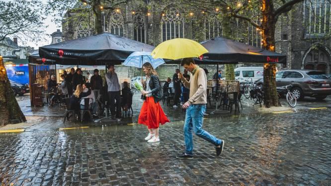 Week start zwaarbewolkt met regen: 21 graden, kans op lokaal onweer