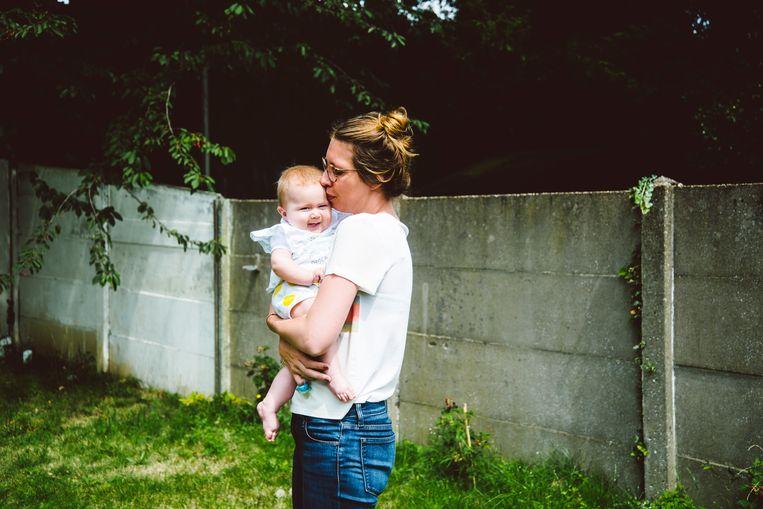 Baby Pia, die lijdt aan spinale musculaire atrofie (SMA). Via crowdfunding hebben haar ouders voldoende geld ingezameld om het peperdure medicijn te kunnen aanschaffen.  Beeld Francis Vanhee