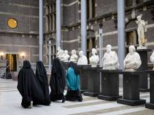 VVD en CDA: Ziekenhuizen moeten boerkaverbod handhaven