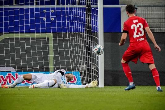 Mark Uth mist voor FC Köln opnieuw vanaf elf meter.