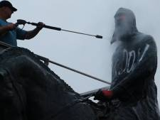 Après les dégradations, place au nettoyage pour la statue de Léopold II à Trône