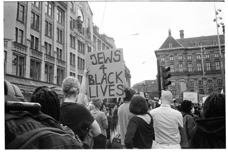 Demonstratie Black Lives Matter op de Dam in Amsterdam, 1 juni 2020. Beeld Nienke Fonk