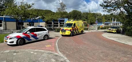 Meisje gestoken op schoolplein in Delft, politie zoekt naar gevluchte dader: 'Mijn kind mag nu even niet naar buiten'