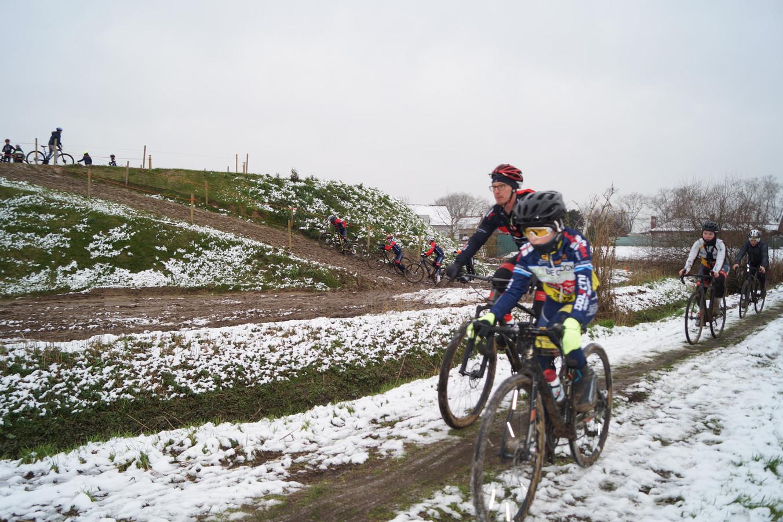 Het parcours van het BK Veldrijden vormt een stevige uitdaging voor recreatieve crossers.