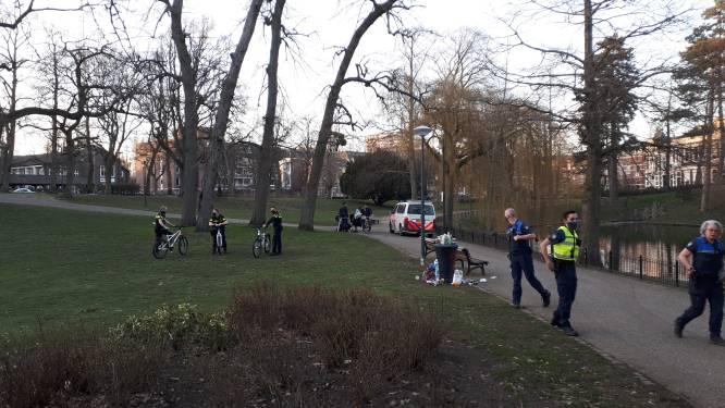 Te druk in Kronenburgerpark: politie stuurt iedereen naar huis
