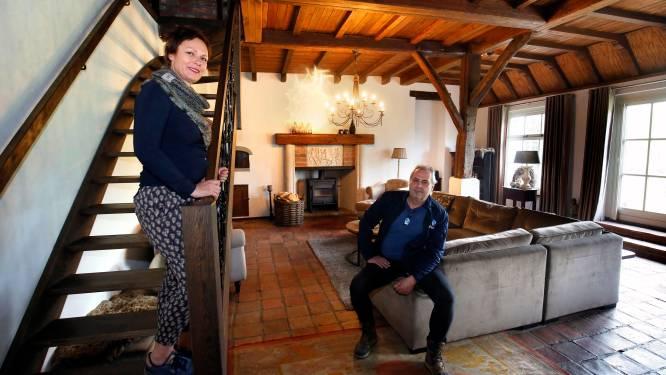 Alice en Bert leven in een 18de eeuwse woonboerderij met een Franse badkamer en nog 14 ruimtes