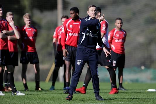 NEC-trainer Pepijn Lijnders tijdens het trainingskamp in Spanje.