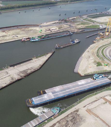 Kapitein Rooiboskanaal gaat 1 oktober dicht, daarna sloop Middensluis in Terneuzen