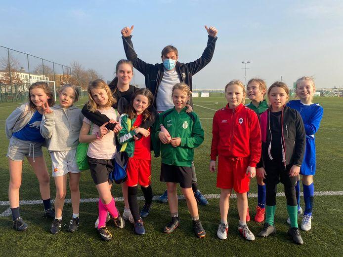 Voetbalclub Koninklijke Groenenhoek Sport, gelegen in de schaduw van de luchthaven van Deurne, is één van de winnaars van een wedstrijd voor Belgische amateurvoetbalclubs waarbij meisjesvoetbal werd gepromoot.