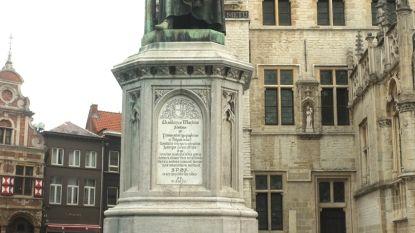 Standbeeld Dirk Martens (eindelijk) uit de steigers