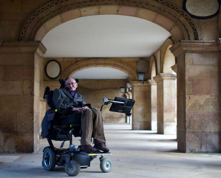 Stephen Hawking in 2013 in Cambridge. Beeld afp