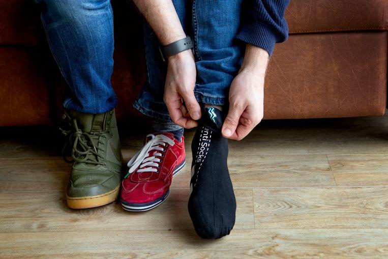 De sok met sensoren registreert lichamelijke reacties. De software kan vervolgens voorspellen of iemand stress ervaart. Beeld Pauline Niks