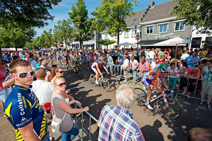 De Profwielerronde in Etten-Leur trekt elk jaar niet alleen wielrenners, maar ook duizenden bezoekers, zoals hier in augustus 2012.