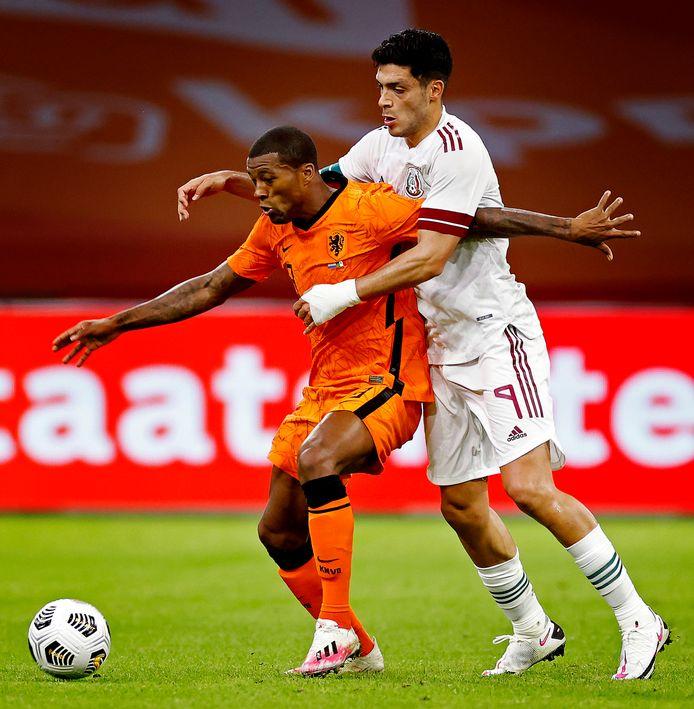 Oranje-aanvoerder Wijnaldum in actie tegen Mexico.