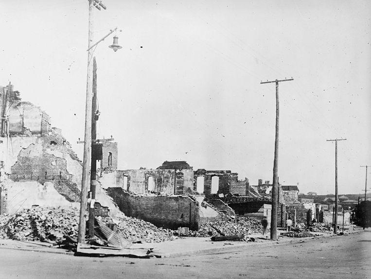 De wijk Greenwood in Tulsa werd in 1921 in as gelegd door witte oproerlingen. Inwoners werden doodgeschoten, of opgesloten in interneringskampen, waar ze pas uit mochten als een witte burger van Tulsa garant wilde staan. Beeld via Reuters