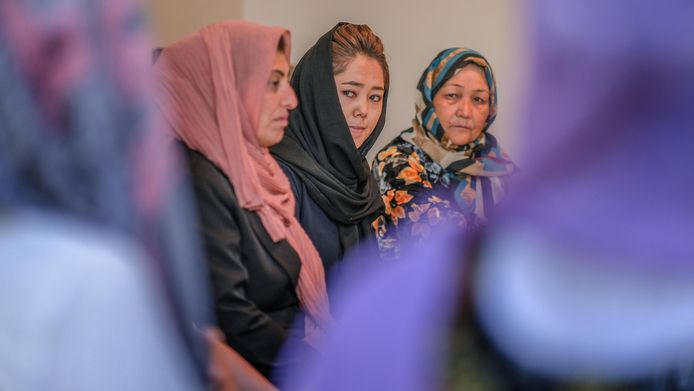 Hanifa Aliyar (midden) gaf Engelse les.