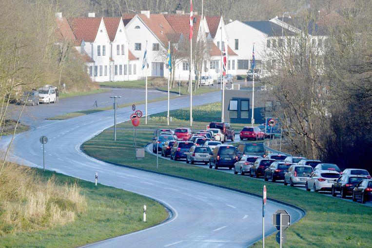 Een file bij de grens tussen Duitsland en Denemarken. Beeld AP