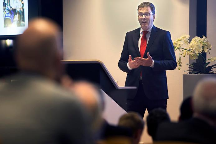 Patrick van den Brink, directeur van het Centrum voor Criminaliteitspreventie en Veiligheid (CCV), en oud-burgemeester van IJsselstein,  tijdens het Avans Open College.
