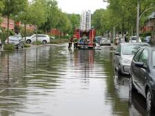 Fikse regenbui zorgt voor ondergelopen straten