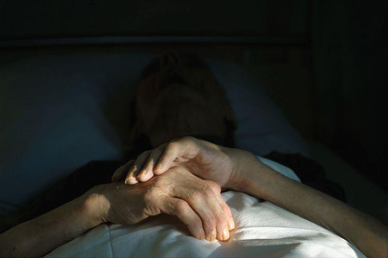 Het kan moeilijker worden voor patiënt en arts om in gesprek te raken over het verwachte levenseinde. Beeld Frank Muller