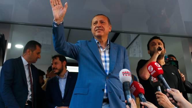 265 doden na mislukte coup, Turkije houdt schoonmaakactie in het leger