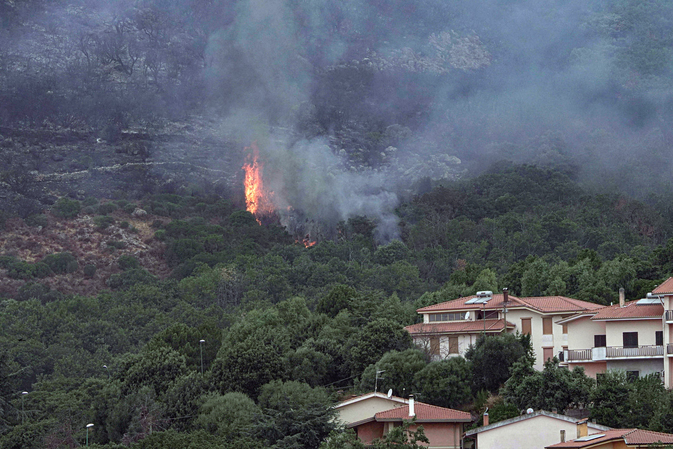 Het vuur bereikt Cuglieri.