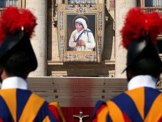 Paus trakteert 1.500 daklozen op pizza na heiligverklaring Moeder Teresa
