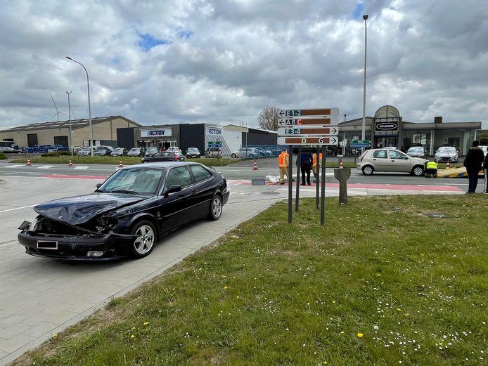 Bij een verkeersongeval langs de Europalaan in Poperinge raakten twee automobilisten gewond.