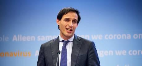 Hoekstra: redden KLM gaat voor politieke wensenlijstjes