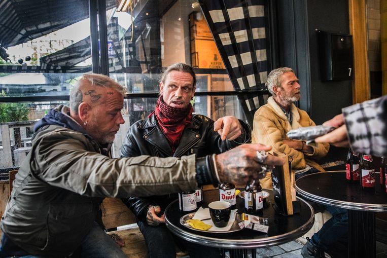 Sinds gisteren zij de cafés, zoals hier op de Antwerpse Groenplaats, weer open. Beeld Aurélie Geurts
