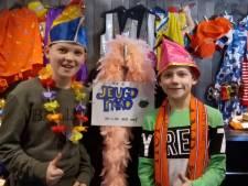 Tweedehands carnavalskleding kopen op de beurs van CV de Schuimhappers in Drunen