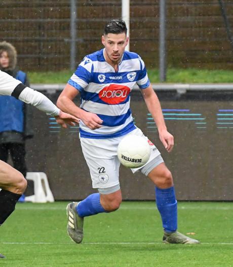 Ex-Hoek-speler vergeet voetbalschoenen voor bekerwedstrijd in ArenA tegen Ajax