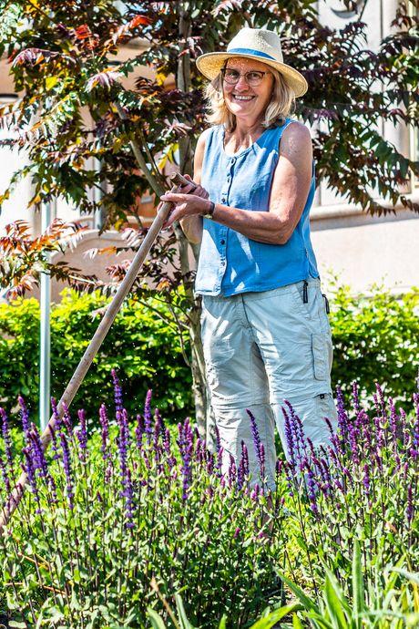 Verpleegkundige Christine laat tijdens het tuinieren haar heftige werk los: 'De plantjes praten niet terug'
