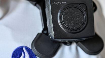 """Politie LRH krijgt twaalf bodycams: """"Minder agressie op ons als er gefilmd wordt"""""""
