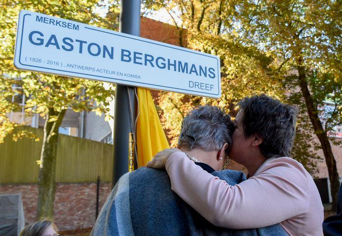 De echtgenote en de dochter van Gaston Berghmans bij de inhuldiging van de dreef in 2016.