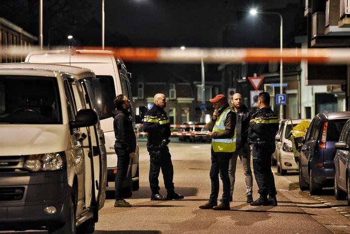 Dode gevonden in woning aan de Hoefstraat in Tilburg. Mogelijk door geweld om het leven gekomen.
