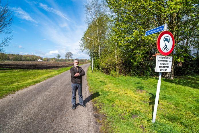 """Hans Nolten: """"Ik woon al dertig jaar aan de Glanergrensweg, en vanaf het eerste moment was de onveilige situatie hier al een agendapunt."""""""