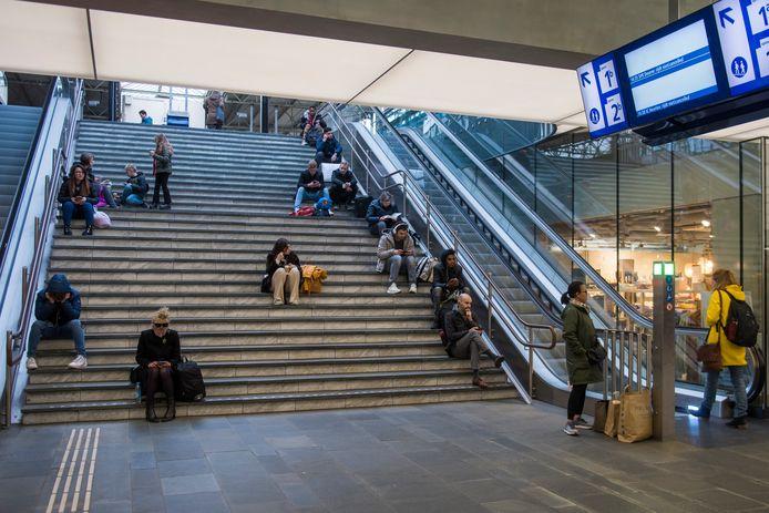 Reizigers op Eindhoven Centraal (archieffoto)