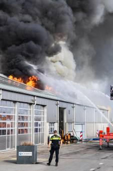 Loods in Hazerswoude-Dorp toch volledig uitgebrand: voorste deel bleek ook niet meer te redden