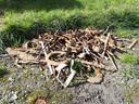 De oogst van ruim een week speuren naar onontplofte munitie in Ravenstein: ruim tweehonderd tentharingen en een paar hoefijzers.