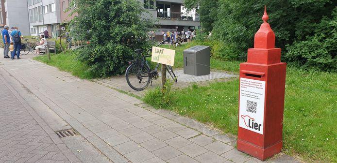 Het actiecomité zette recent een rode brievenbus in de Nieuwpoortstraat.