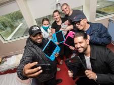 iPads voor jonge patiënten Ziekenhuis Rivierenland, met optreden van Brace en Jeffrey Heesen toe