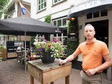 Café Nikki's in Dalfsen draait de klok na einde van lockdown terug: 'Vroeger open en vroeger dicht!'