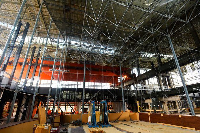 De opbouw van de Glazen Zaal in de LocHal is voor driekwart gevorderd.