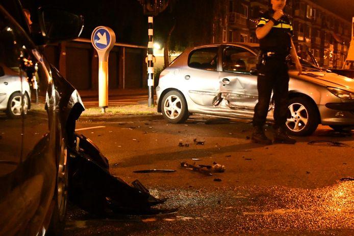 Twee auto's kwamen met elkaar in botsing op de kruising Burgemeester Van Veenlaan/Wethouder Beverstraat.