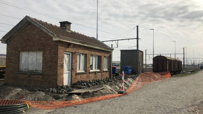 """""""Ze springen vanop een brug op rijdende treinen"""": transmigranten nemen steeds meer risico's om vanuit Zeebrugge in Groot-Brittannië te geraken"""